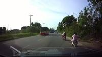 Ép người đi ngược chiều phải tránh nếu không muốn tai nạn