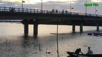 Nguy hiểm việc trẻ em nhảy cầu tắm sông ở Hà Tĩnh.