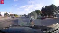 """""""Bỏ của chạy lấy người"""" để tránh tai nạn giao thông"""