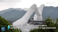 Cầu bàn tay khổng lồ vừa khai trương ở Trung Quốc được nhận xét giống cầu Vàng Việt Nam