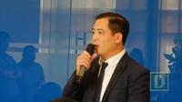 Ông Trần Đức Quỳnh, Tổng Giám đốc Công ty TNHH The Sunrise Bay trả lời khách hàng tại buổi đối thoại