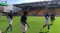 Các cầu thủ Chelsea khởi động trước trận gặp Norwich