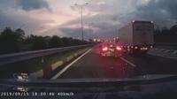 Lại thêm trường hợp lùi xe trên cao tốc, ở làn đường được chạy 120 km/h