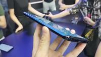 """Cận cảnh chiếc smartphone """"màn hình thác nước"""" đầu tiên trên thế giới"""