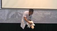 Thủ thuật Heimlich cấp cứu trẻ bị hóc dị vật