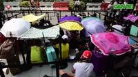 """Trước ngày mở bán iPhone 11: Cả ngàn người  """"ăn chực nằm chờ"""" tại Singapore"""