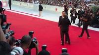 Joaquin Phoenix xuất hiện tại LHP Venice (Ý) hồi tháng trước