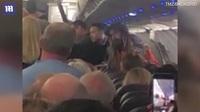 Máy bay Mỹ hạ cánh khẩn cấp vì hành khách hút cần sa gây náo loạn