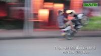 """Hàng chục """"quái xế' đua xe quanh hồ Hoàn Kiếm (Video: Trần Thanh)."""