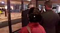 """""""Công chúa"""" Huawei đeo vòng định vị tới tòa Canada"""