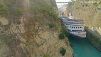 Thót tim nhìn cảnh du thuyền khồng lồ vượt xuyên qua kênh đào siêu hẹp