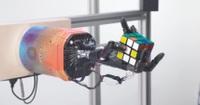 Ngỡ ngàng xem robot trí tuệ nhân tạo trở tài xếp rubik bằng một tay