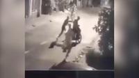 Nhóm thanh thiếu niên chặn đường cướp xe máy bị camera ghi hình