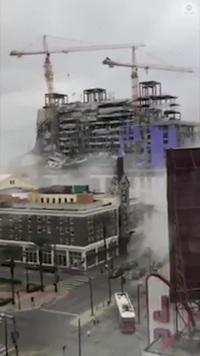 Sốc khoảnh khắc cần trục đổ sập tại công trình xây khách sạn