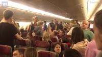 Máy bay Nga hạ cánh khẩn cấp vì hành khách say rượu, đòi mở cửa ở độ cao 10.000 m