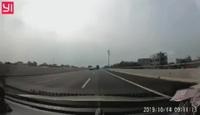 Giật mình xe ben đi vào làn ngược chiều trên đường cao tốc