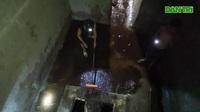 Nước vẫn đặc sệt, nồng nặc mùi dầu thải khi rửa bể chung cư Hà Nội