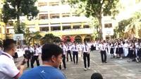 Giáo viên Trường THPT Trưng Vương, TPHCM nhảy Flashmob tặng học trò