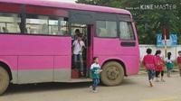 """Xe ô tô """"nhiều không"""" vô tư đưa đón học sinh ở Ninh Bình"""