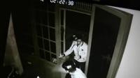 Băng trộm ngậm dao bấm trên miệng đột nhập nhà dân lấy 2 xe máy