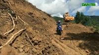 Quảng Ngãi: Thấp thỏm đi qua vùng sạt lở núi