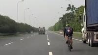 """Đi xe đạp trên đường cao tốc - Thể dục hay môn """"thể thao mạo hiểm""""?"""