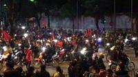 Hà Nội: Hàng ngàn người tràn xuống đường ăn mừng chiến thắng đội tuyển Việt Nam