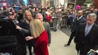 """Celine Dion mặc cây đồ đỏ sau tuyên bố """"mở cửa với tình yêu"""""""