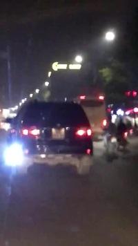 Ô tô với kiểu lắp đèn LED cực kỳ khó chịu và gây bức xúc cho người đi đường