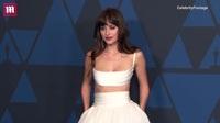 Nữ diễn viên Dakota Johnson xuất hiện trên thảm đỏ sự kiện
