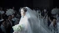 Khoảnh khắc Bảo Thy tiến lên sân khấu để làm lễ cướiàm