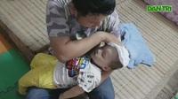 Người cha ôm con vượt 300km cố bám trụ Hà Nội để tìm cách cứu con
