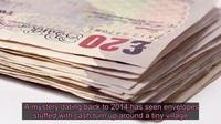 Bí ẩn những gói tiền được cất giấu khắp làng