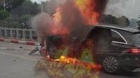 Hiện trường vụ xe Mercedes GLC va chạm với 4 xe khác rồi bốc cháy