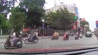 Bàng hoàng cách ứng xử thiếu văn hoá của người tham gia giao thông giữa thủ đô