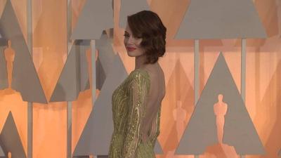 Emma Stone duyên dáng trên thảm đỏ