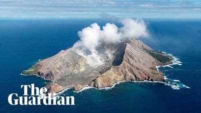 Núi lửa bất ngờ phun trào ở New Zealand, 5 người chết, hơn 20 người nghi mất tích