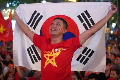 Vỡ òa cảm xúc khi Việt Nam vô địch...
