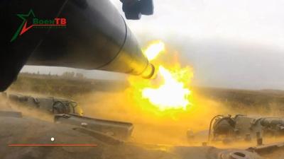 """Video siêu tăng T-72B """"tả xung hữu đột"""" tiêu diệt mục tiêu"""