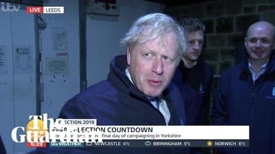 Thủ tướng Anh trốn trong kho lạnh để né phỏng vấn