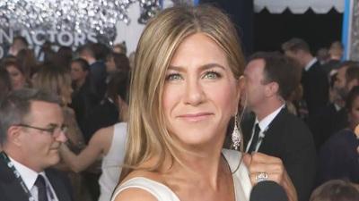 Jennifer Aniston thanh lịch trên thảm đỏ