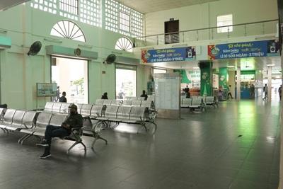 Tình cảnh vài ba khách giữa hàng trăm ghế trống tại các bến xe Hà Nội