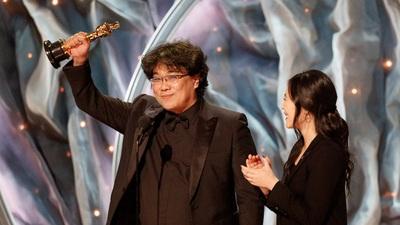 """Những khoảnh khắc đáng nhớ của đoàn làm phim """"Parasite"""" tại lễ trao giải Oscar"""