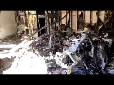 Cháy xe Porsche Taycan đang đỗ qua đêm trong nhà