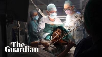 Video bệnh nhân chơi vĩ cầm trong lúc bác sĩ phẫu thuật cắt u não
