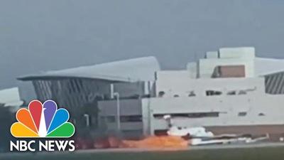 Video máy bay Mỹ mài bụng tóe lửa trên đường băng