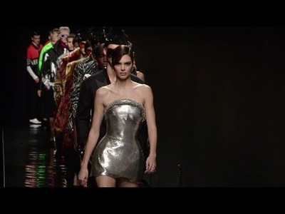 Kendall, Gigi, Bella Hadid, Kaia Gerber tỏa sáng trên sàn catwalk