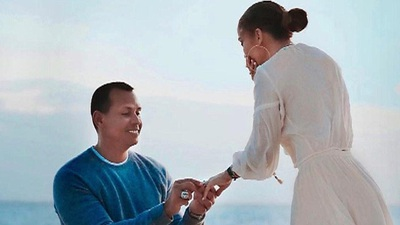 Jennifer Lopez được Alex Rodriguez cầu hôn