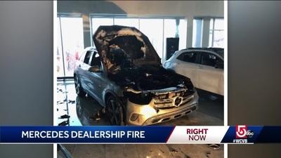Mercedes-Benz GLC đột nhiên bốc cháy bên trong đại lý
