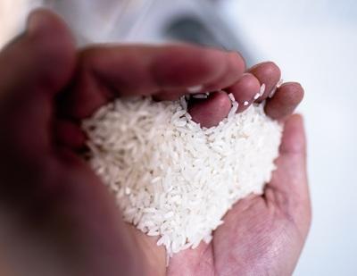 Máy tự động phát gạo từ thiện ở Sài Gòn giữa mùa dịch Covid-19